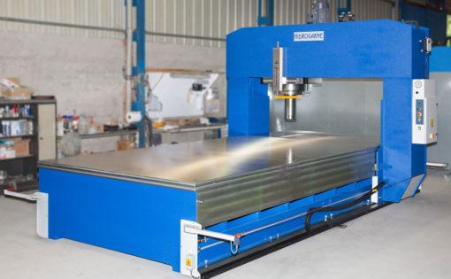 Fabricación personalizada de una prensa hidráulica de pórtico móvil con cabezal desplazable